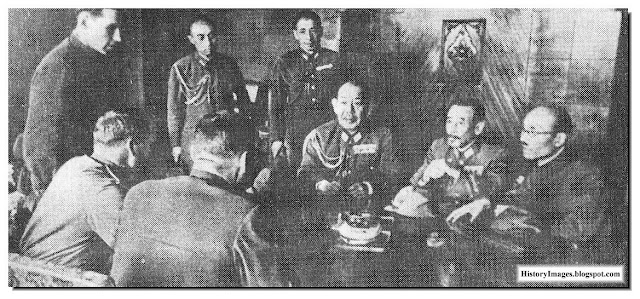 Soviet officers interrogate Japanese generals