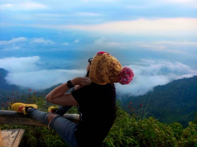 foto pemandangan di puncak suroloyo