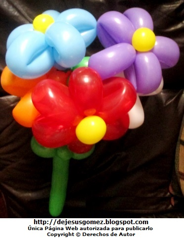 Imagen de un ramo de flores margarita de diferentes colores hecho con globos. Foto globos de Jesus Gomez