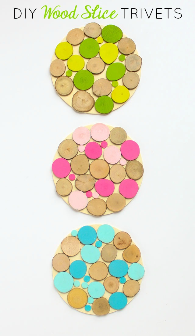 Use mini wood slices to make colorful and cozy trivets or coasters! #woodslice #trivet #coaster