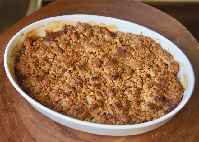 recipe: crustless apple pie with crumb topping [27]