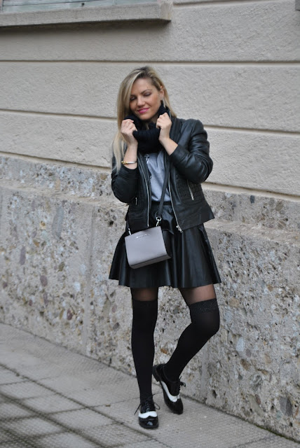 outfit gonna in pelle nera come abbinare la gonna in pelle nera abbinamenti gonna in pelle nera how to wear black leather skirt how to combine black leather skirt how to match black leather skirt outfit febbraio 2016 outfit casual invernali outfit invernali ragazze bionde blonde hair blondie blonde girl mariafelicia magno fashion blogger colorblock by felym fashion blog italiani fashion blogger italiane blog di moda blogger italiane di moda fashion blogger bergamo fashion blogger milano fashion bloggers italy italian fashion bloggers influencer italiane italian influencer