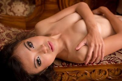 Download Koleksi Foto Sexy Tika Kaunang pose nude/telanjang
