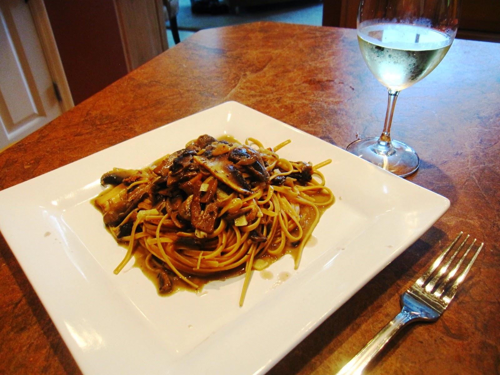 【靜姐上菜】Jean的廚房飲食歡樂記: 大蒜辣椒蘑菇細扁麵