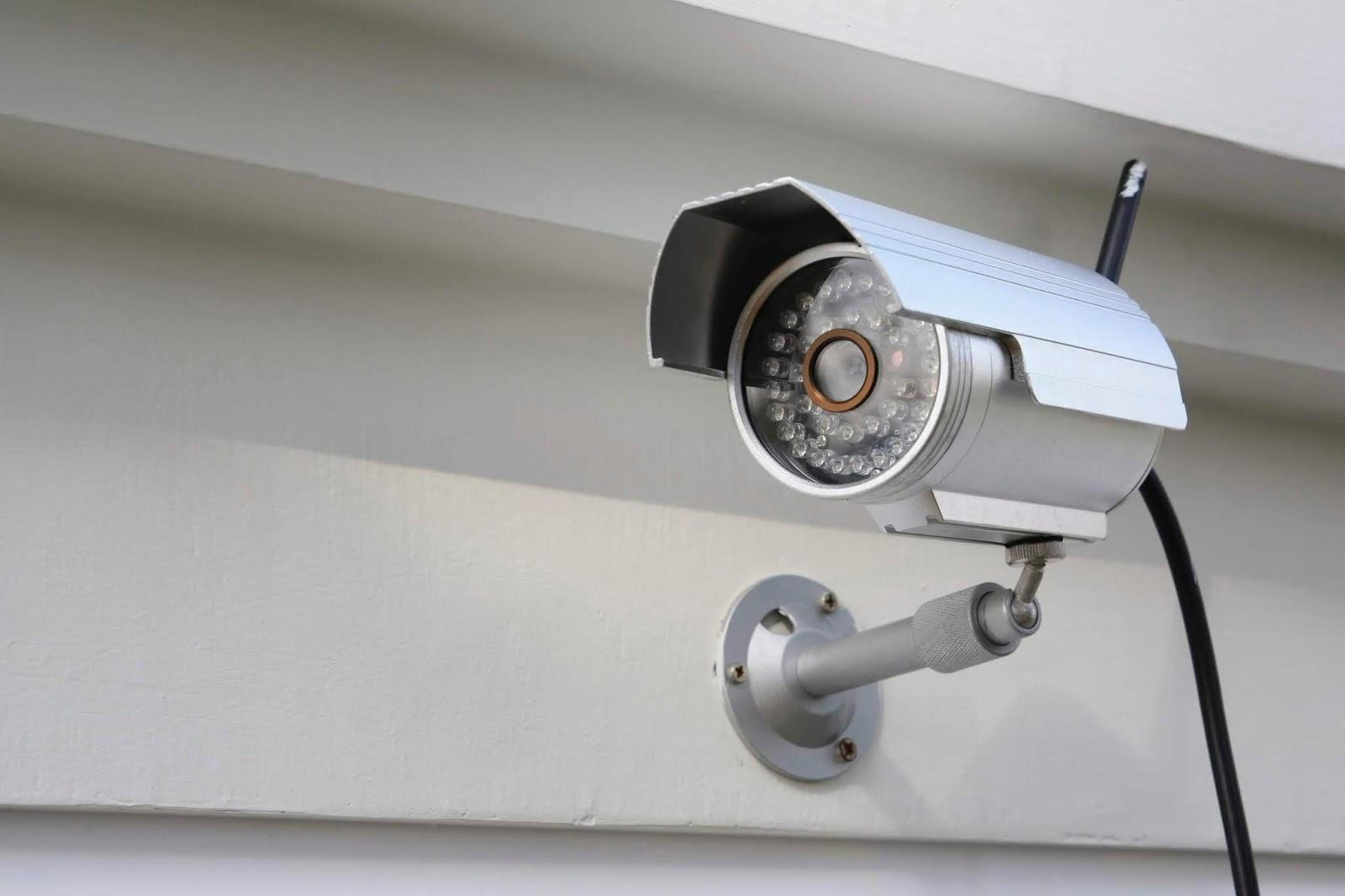 Criminal instal stolen CCTV camera at home, streams live film back to real owner