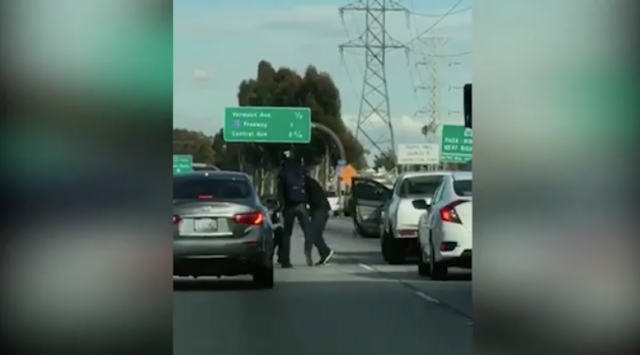 Fist fight breaks out in the middle of the 105 Freeway in South LA