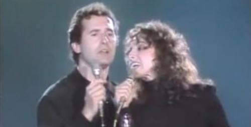 Víctor Manuel y Ana Belén cantando La Puerta de Alcalá