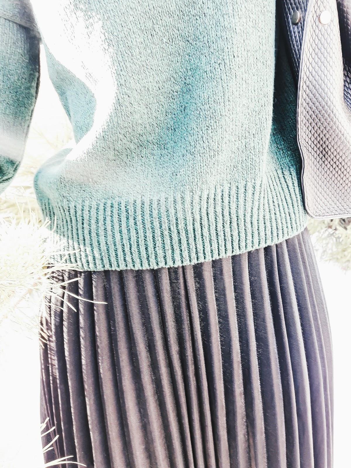 e32af6339db В дополнения я выбрала темно зеленый свитер классической и простой вязки. В  составе полиэстер и шерсть