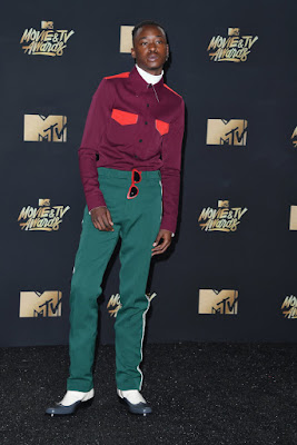 http://www.huffingtonpost.com/entry/mtv-awards-red-carpet_us_59106df0e4b0e7021e9936ca?srb&ncid=inblnkushpmg00000009