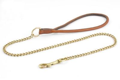 Guinzaglio artigianale con catenella in ottone e maniglia in cuoio tubolare marrone chiaro cucito a mano