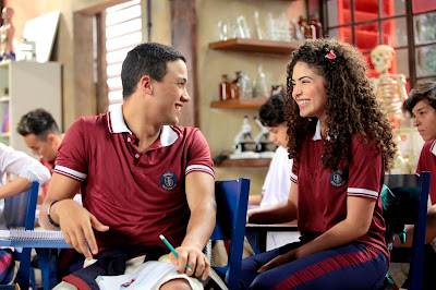 Guilherme (Lawrran Couto) conhece Gabi (Graciely Junqueira). Crédito: Zé Paulo Cardeal /SBT