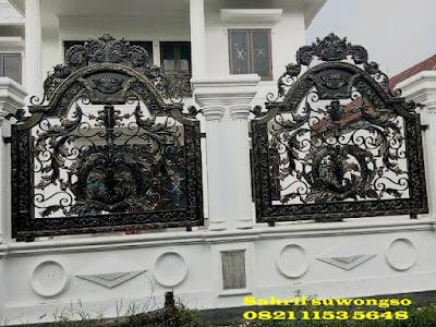 pagar tempa klasik untuk rumah mewah