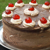 http://www.bakingsecrets.lt/2014/07/black-forest-cake-tortas-juodasis-miskas.html
