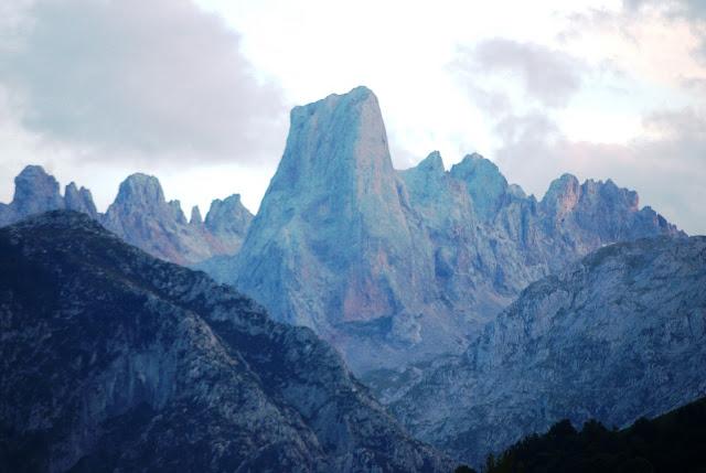 El Urriellu,un pico imposible para Rosario de Acuña, resultaba «insuperable a mis fuerzas su escalamiento» (archivo del autor)