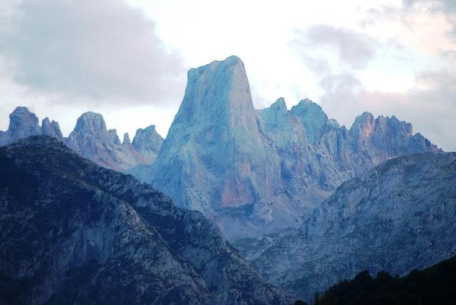 El Urriellu, un pico imposible para Rosario de Acuña, resultaba «insuperable a mis fuerzas su escalamiento» (Archivo del autor)