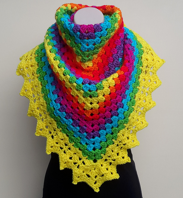 Beautiful crochet shawl with free download