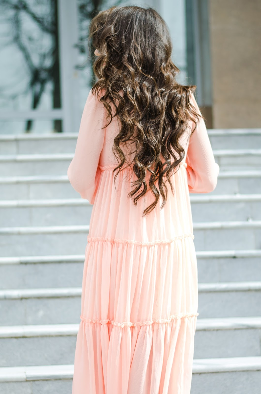 fashion-blogger-diyorasnotes-diyora-beta-midi-dress-pink-dress-metallic-heels-curly-hair