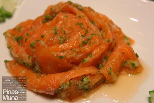 Chilled sliced salmon with ginger and scallion