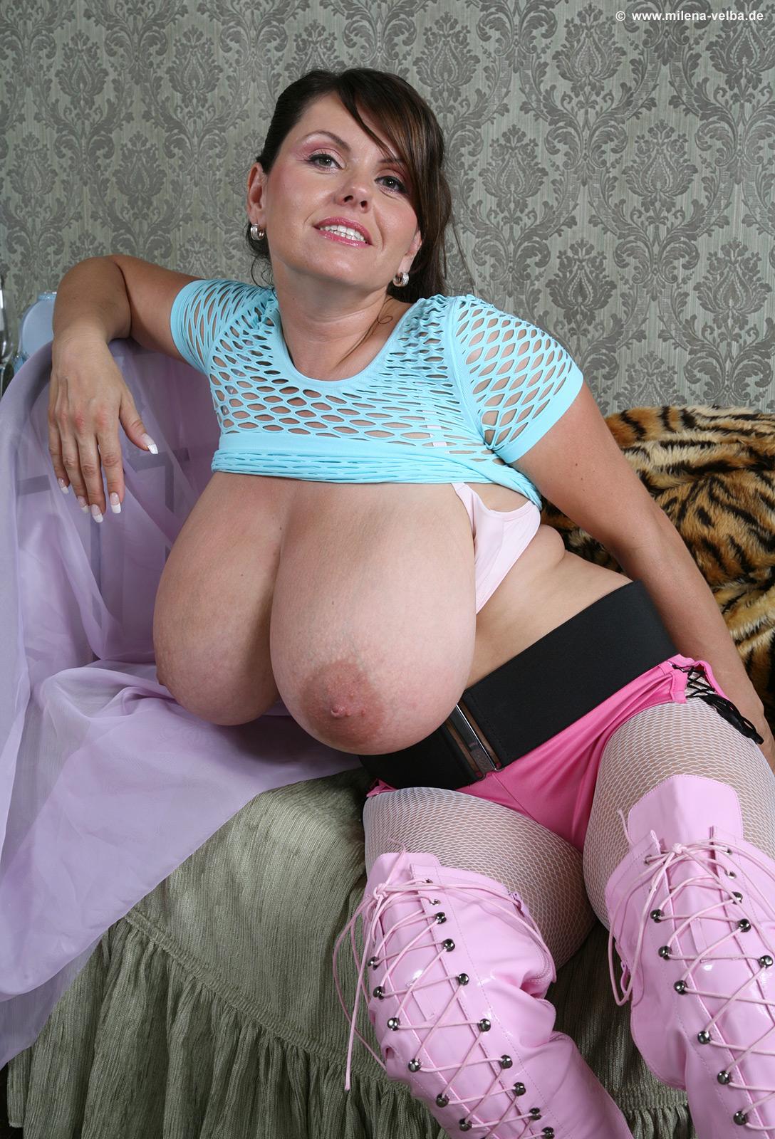 видео мамочки большие груди что