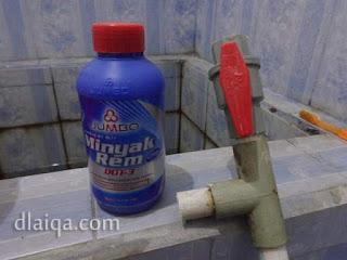 minyak rem (brake fluid)