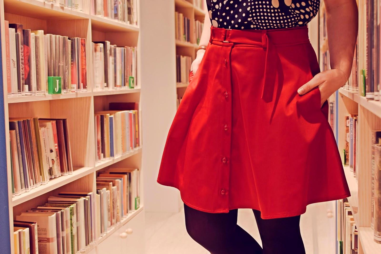 Czerwień na co dzień- spódnica na guziki