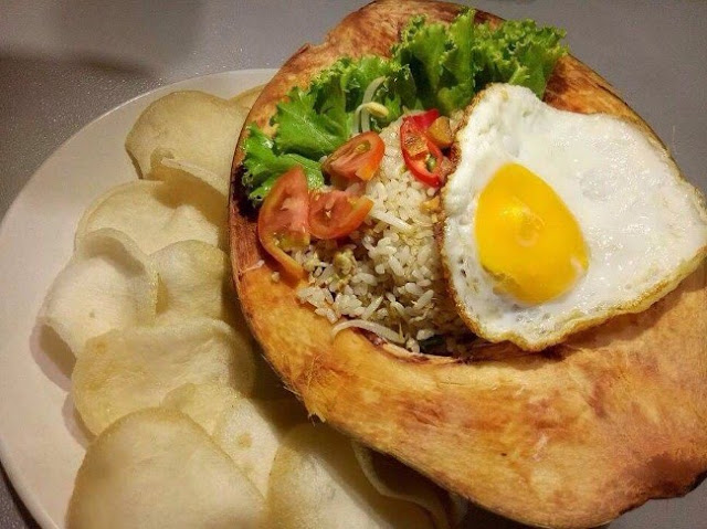 Nasi Goreng Batok Kelapa