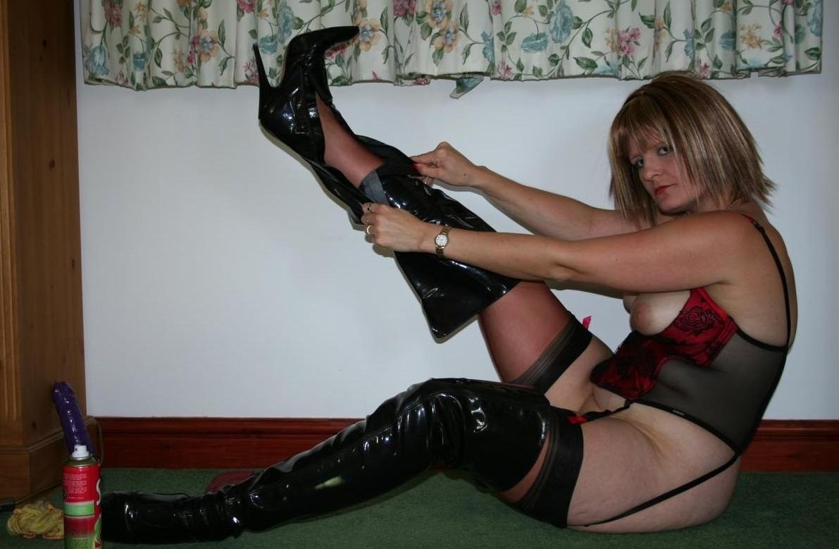 Kinky Mature Boots 113
