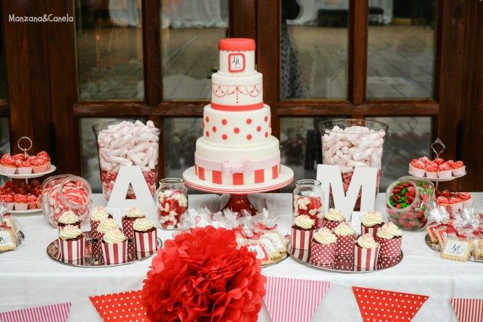 Manzana canela tarta y mesa dulce para una boda en blanco for Mesas de dulces para bodas precios