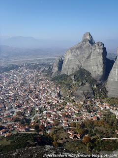 Meteora y la ciudad de Kalambaka