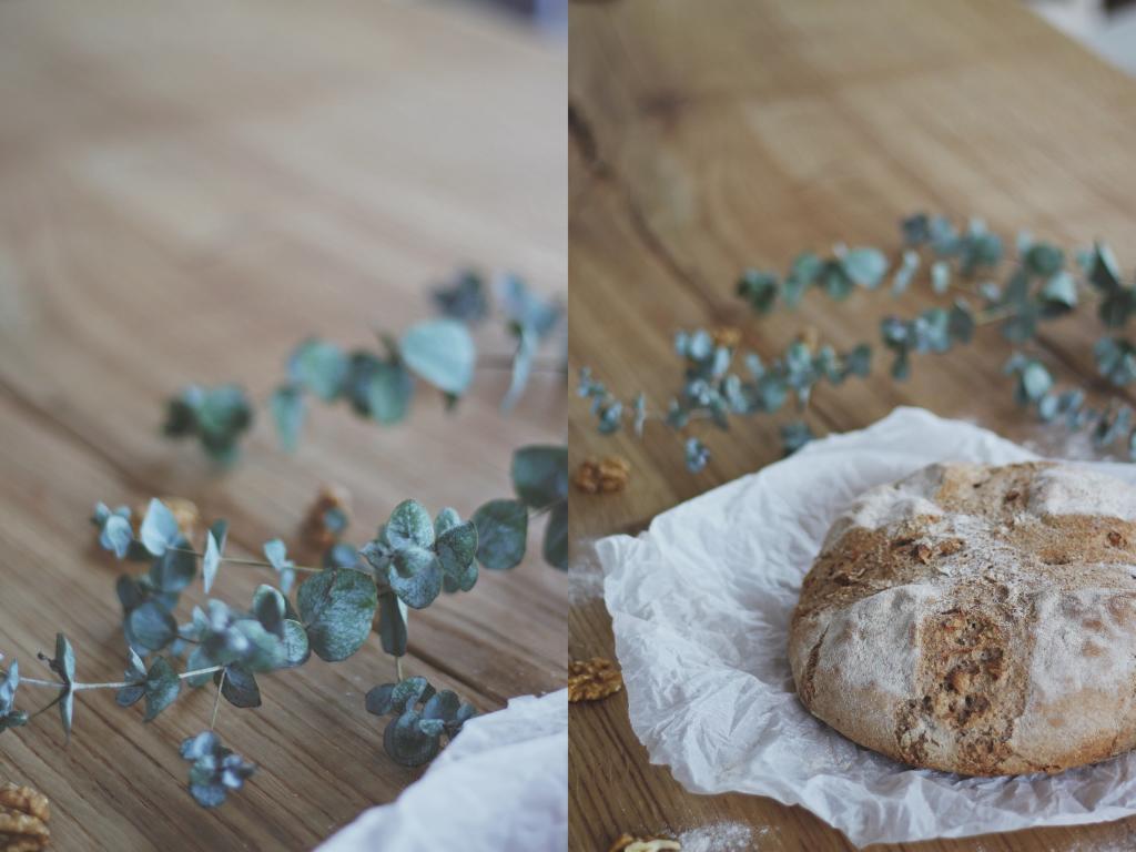 Ein Laib Brot auf einem Holztisch