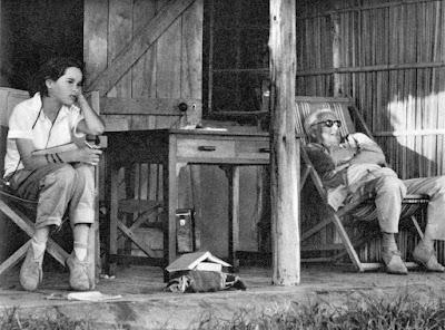Чарльз Чаплин с дочерью Джеральдиной на отдыхе в Кении, 1958 г.