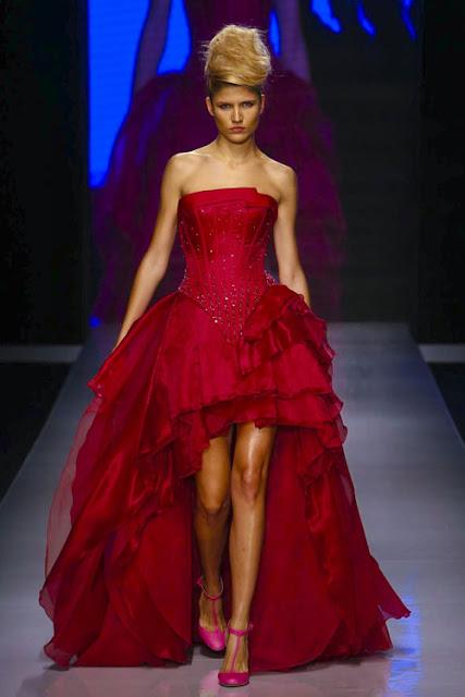 fc395fc30 عندما تطالعين التشكيلة، سترتبط في ذهنك بإطلالات السجادة الحمراء، وليس  للمناسبات الصغيرة، فهي تحول من ترتديها إلى ملكة تبهر الجميع، من خلال  التصاميم ...
