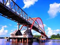 Jembatan Dan Sungai Kahayan. Kalimantan Tengah