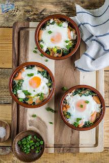 Jajka w kokilkach ze szpinakiem