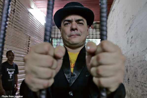 Certified yellow fanatic Carlos Celdran gets his dose of his own medicine