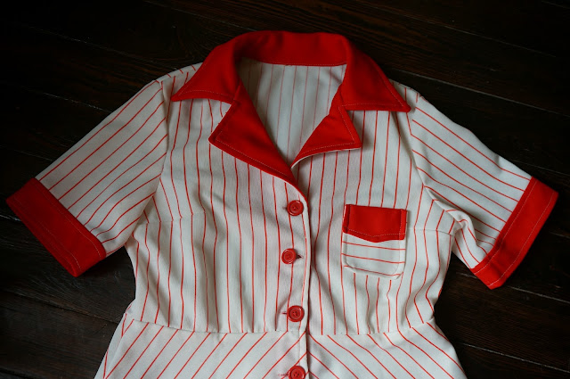 robe années 70  rayée rouge blanc 70s waitress dress stripe red white