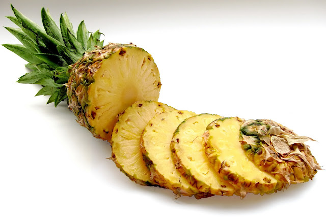 Fresh Pineapple, Sliced