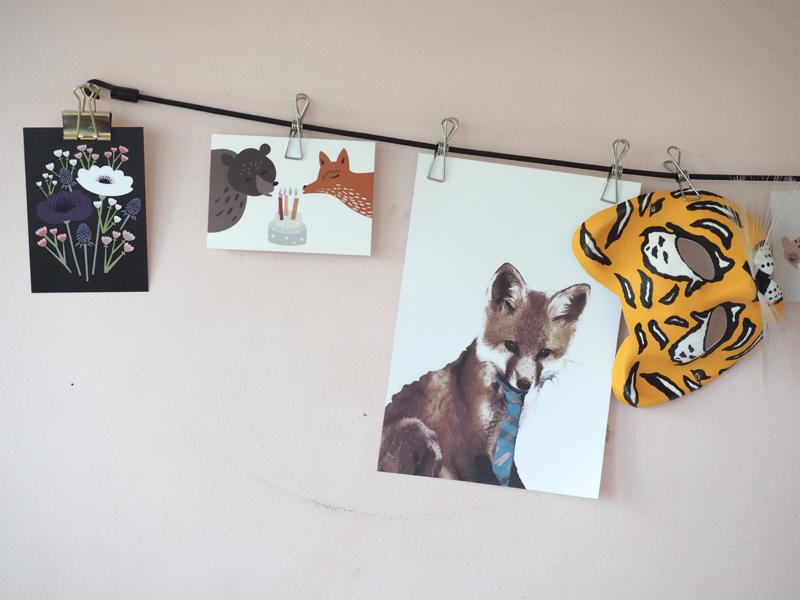 Lulu and Helina postikortit ja desenion kettuprintti