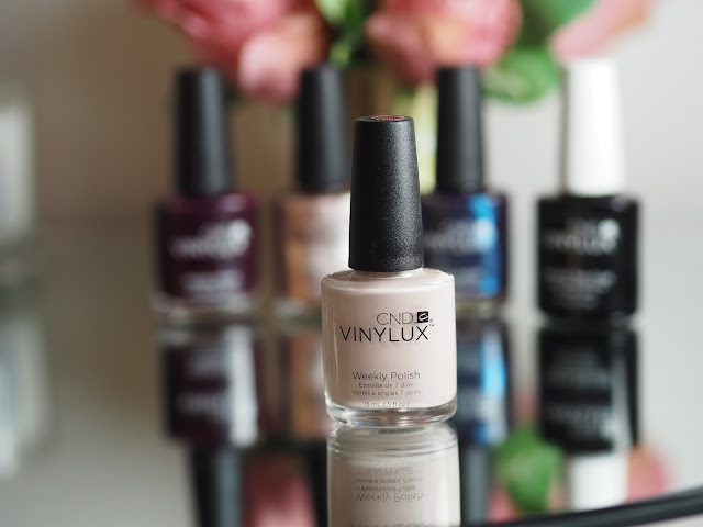 CND VINYLUX Polish & Topcoat