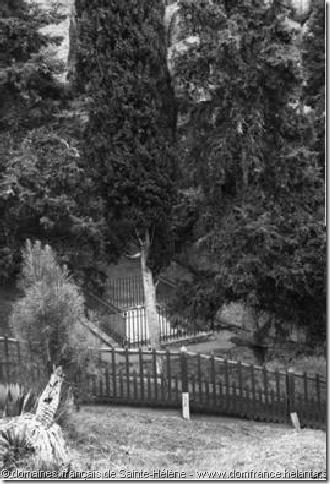 """""""La Tombe, 1895"""" – auteur anonyme – 0,21 x 0,16 – Collection des domaines français de Sainte-Hélène"""