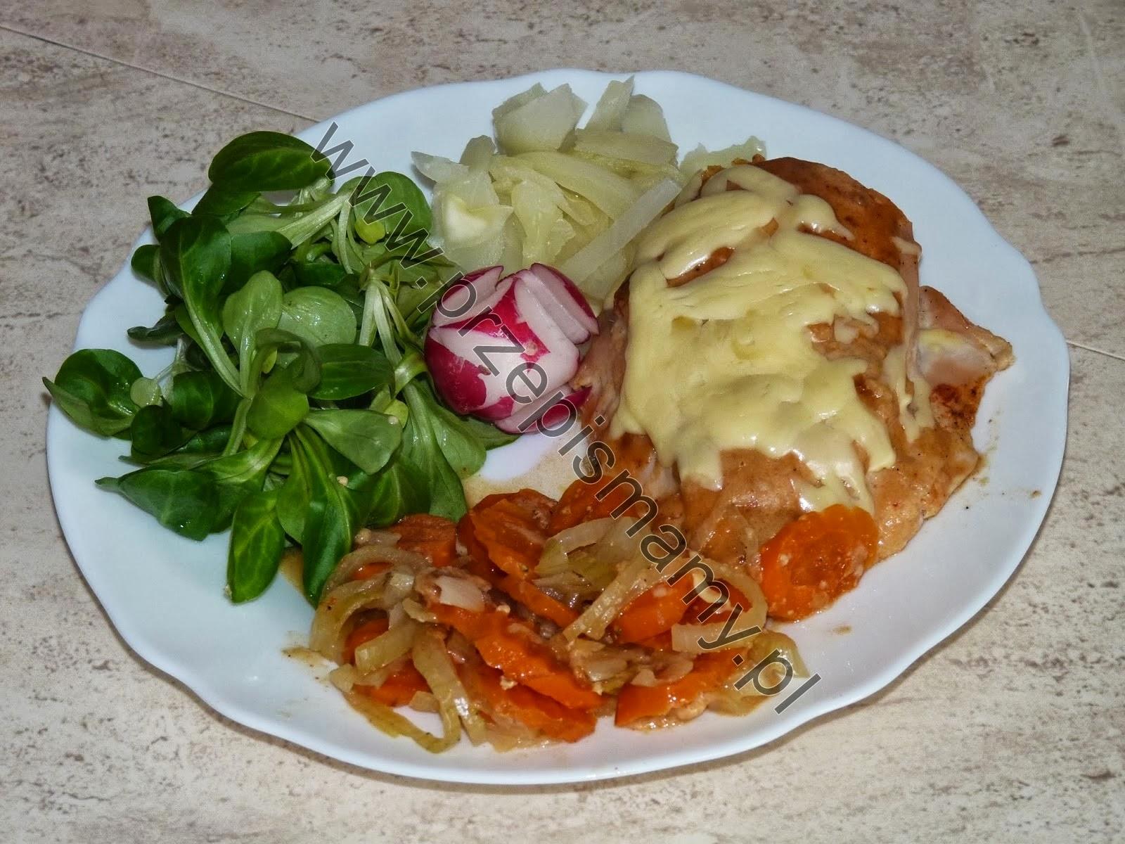 Filet z kurczaka zapiekany na warzywach