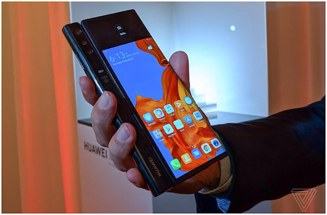 Layar Belakang versi smartphone Huawei Mate X