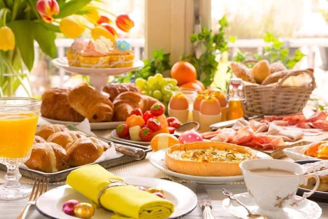 mistura de café da manhã com almoço