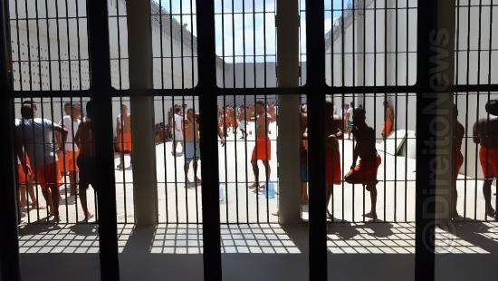 Resultado de imagem para banho de sol de presos