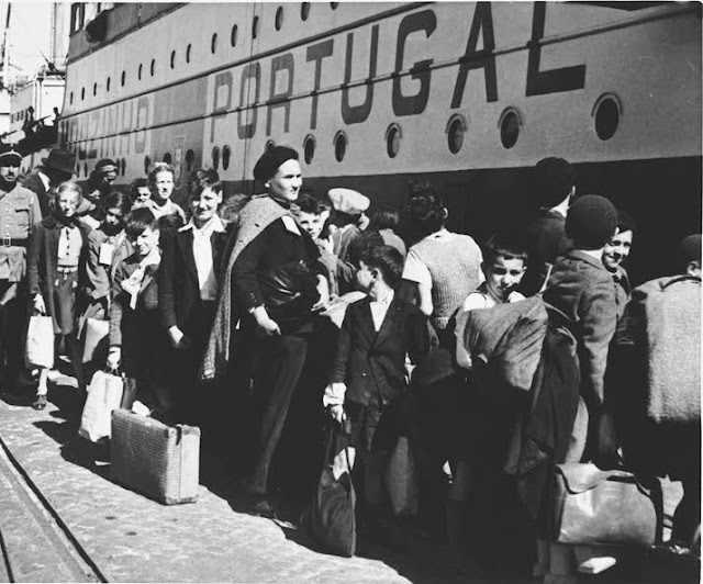 Jewish refugees in Lisbon 10 June 1941 worldwartwo.filminspector.com