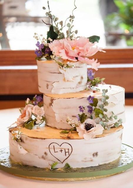 Pastel nupcial para una boda de aire rústico - Foto: www.myweddingfavors.com