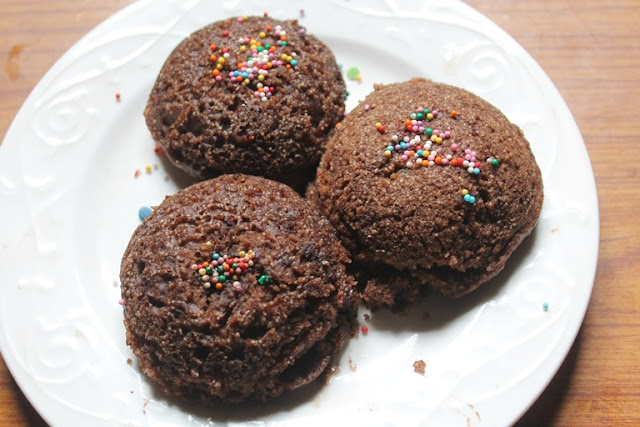Chocolate Idli Cake Recipe – Eggless Steamed Idli Cakes Recipe