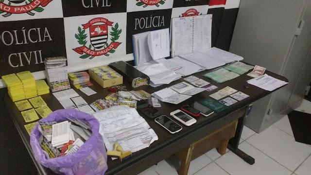 """""""Polícia Civil prende em flagrante 4 colombianos suspeitos de agiotagem"""" em Peruíbe"""