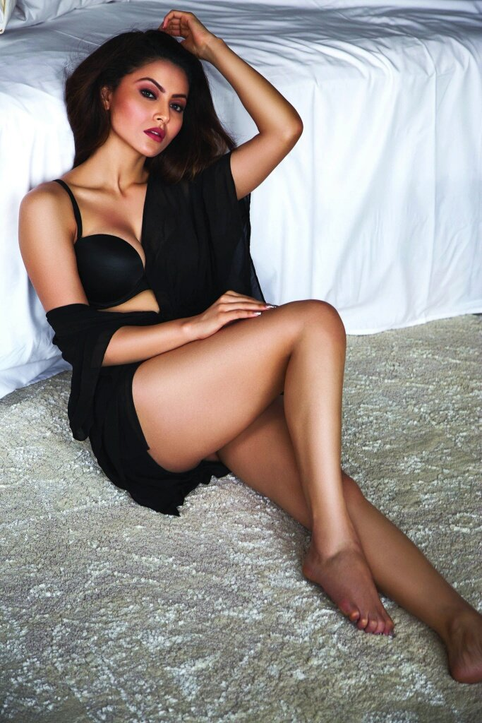 Beautiful Actress all time hottest collection of Sexy thighs