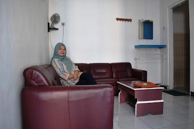 duduk manis di sofa l hotel sari ambarawa jawa tengah nurul sufitri